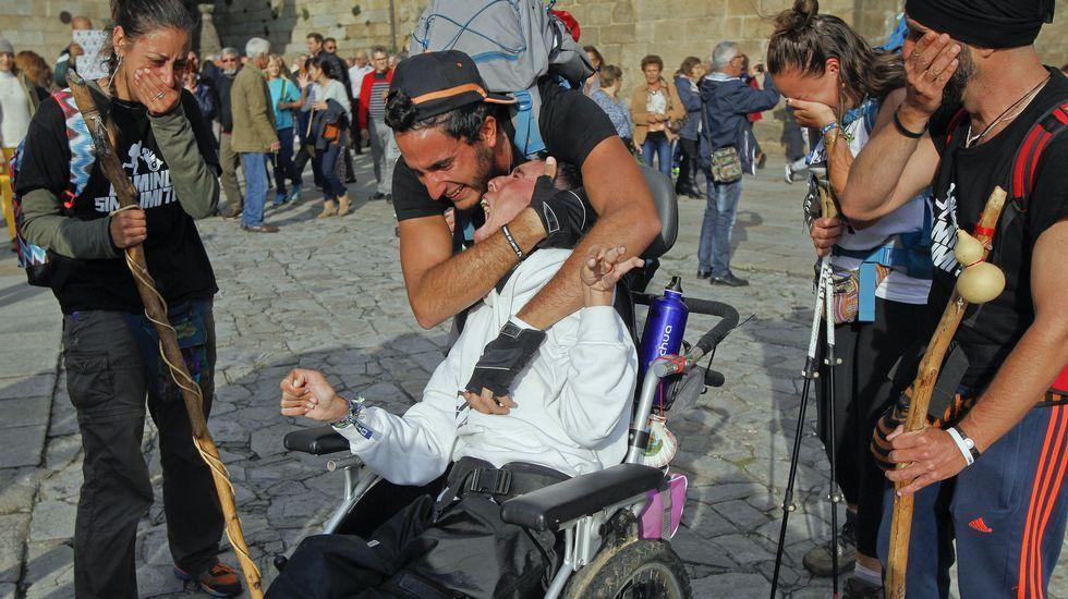Las imágenes de la llegada de Juan Luis y Óliver al Obradoiro