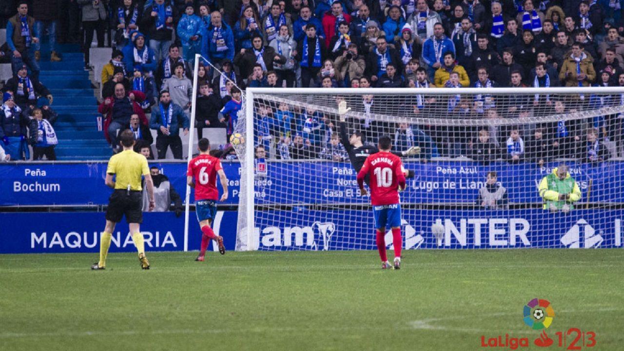 Gol Mossa Real Oviedo Sporting Carlos Tartiere derbi.Instante del segundo gol del Real Oviedo frente al Sporting