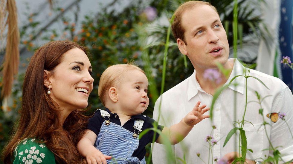 Alegría en Londres por el nacimiento de la niña de los duques de Cambridge.Los duques de Cambridge y su hijo George, en una imagen de archivo.