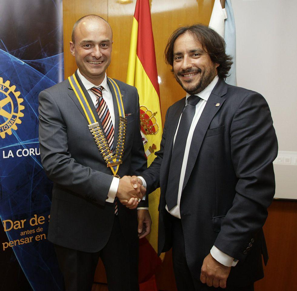 Juan Carlos Peláez, a la izquierda, nuevo presidente del Rotary Club.
