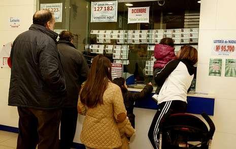 Las centollas podían comprarse ayer por 30 euros el kilo, igual que el pasado domingo.