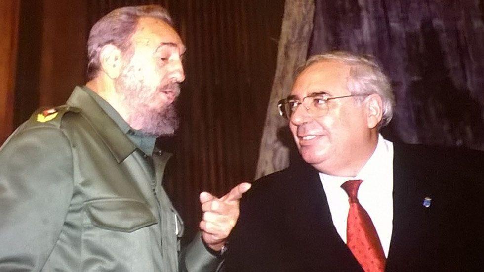El director general de la Policía Nacional, Germán López Iglesias, durante su visita a Oviedo.Fidel Castro y Vicente Álvarez Areces