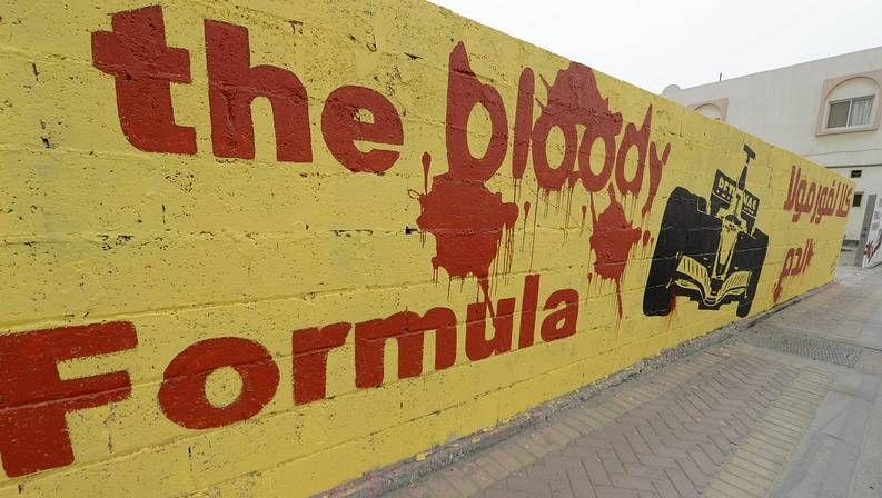 Muere la expiloto de Fórmula 1, María de Villota.Mural contra la fórmula 1 en Bahréin