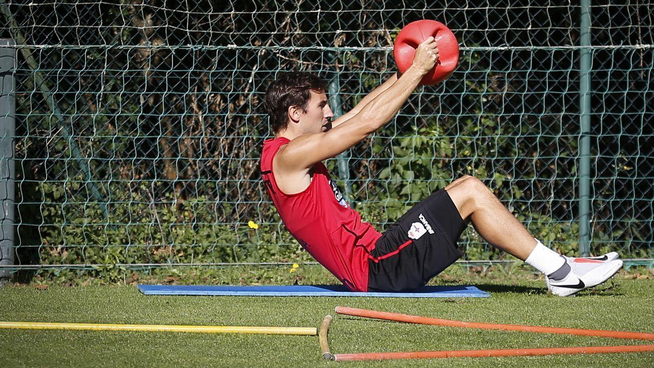 El Deportivo - Numancia en imágenes.Carlos Fernández marcó el primer gol deportivista del pasado sábado