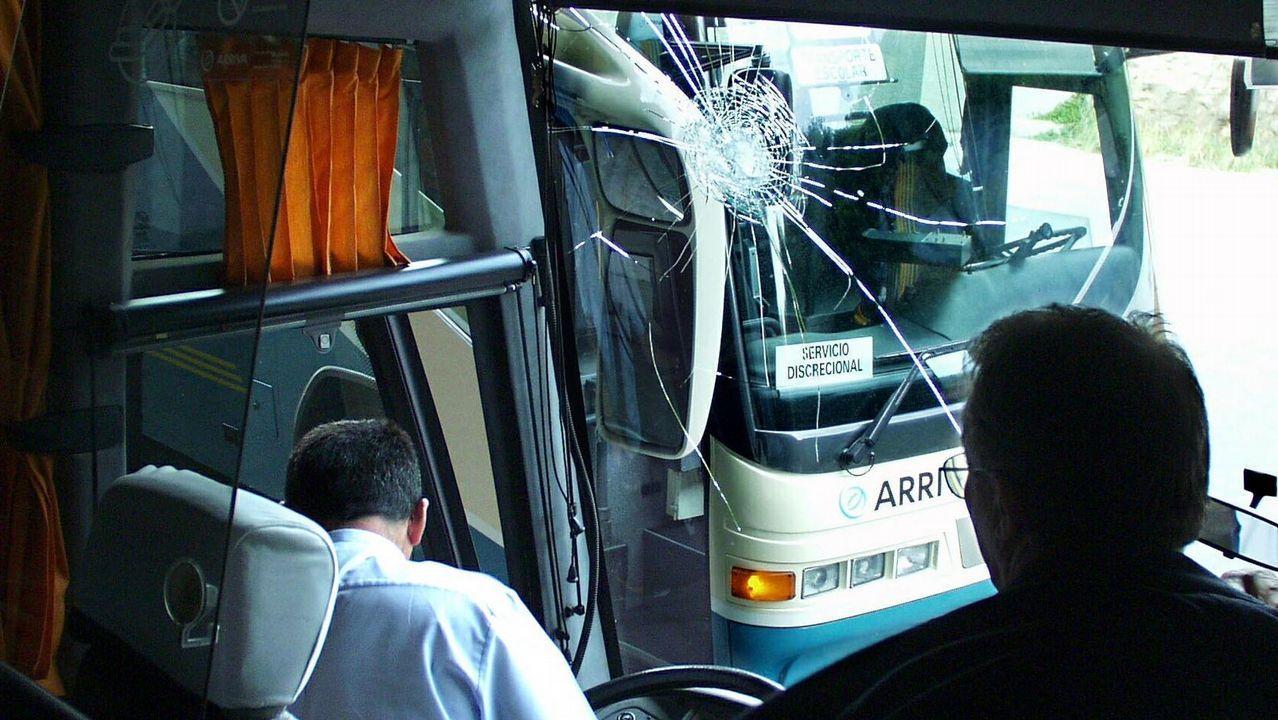 El autobús llega a Meicende.Comboios de Portugal explota la conexión Vigo-Oporto con material antiguo alquilado a Renfe
