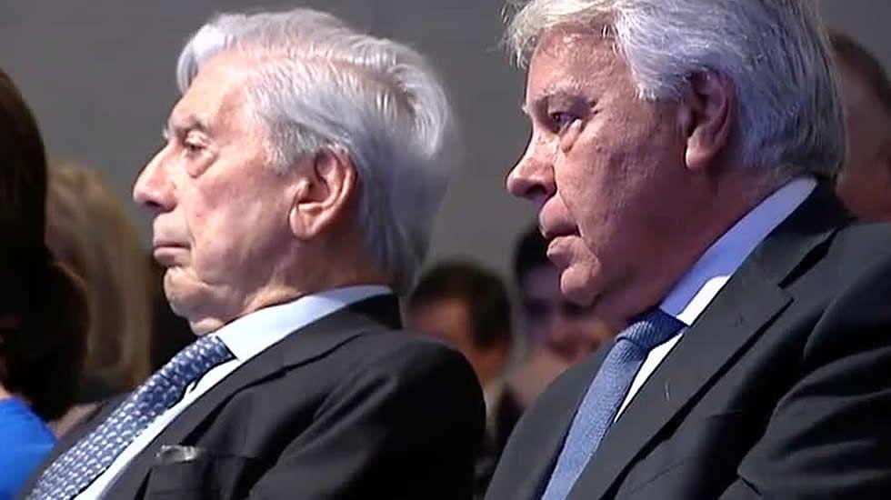 Pedro Sánchez presenta a sus ministrables.Felipe González y su mujer, Mar García Vaquero