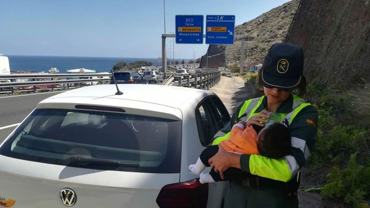 Rosario tuvo que atender al bebé de una pareja marroquí cuando el hombre se indispuso al volante