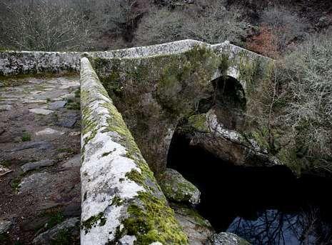 El veterano puente con sus mil cien años a cuestas es tema de uno de los trabajos presentados.