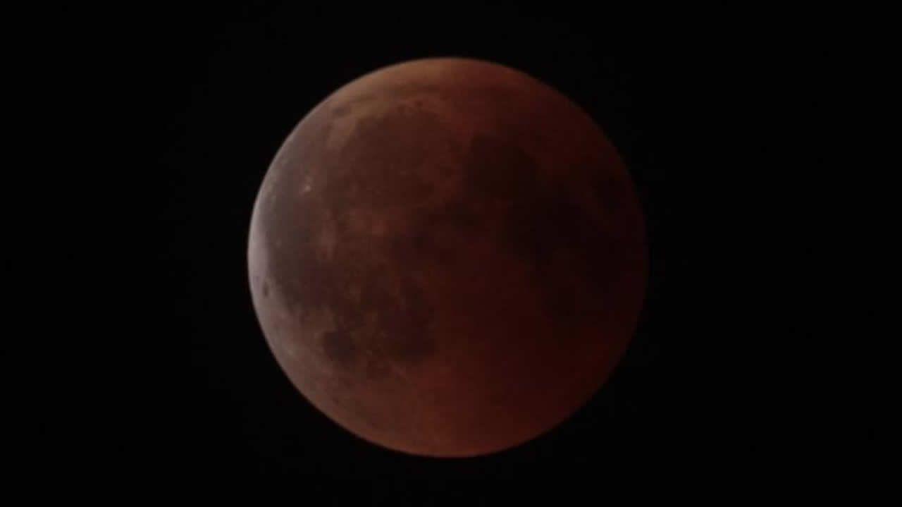 Eclipse de Luna, fotografiado anoche en A Veiga