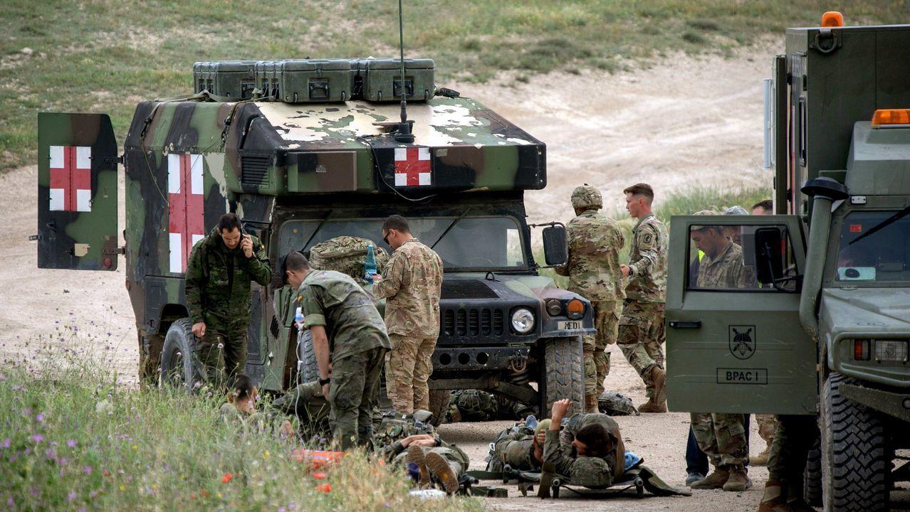 Militares de la brigada Almogavares VI atendidos por lesiones durante el ejercicio que se desarrolla en el Centro Nacional de Adistramiento de San Gregorio, en Zaragoza