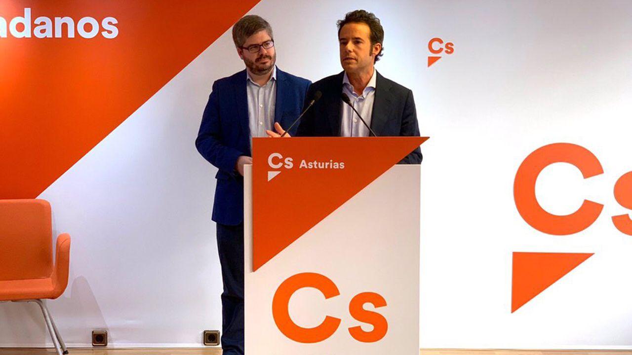 Ignacio Cuesta, candidato de Ciudadanos a la alcaldía de Oviedo, con el secretario de Organización de Ciudadanos, Fran Hervías