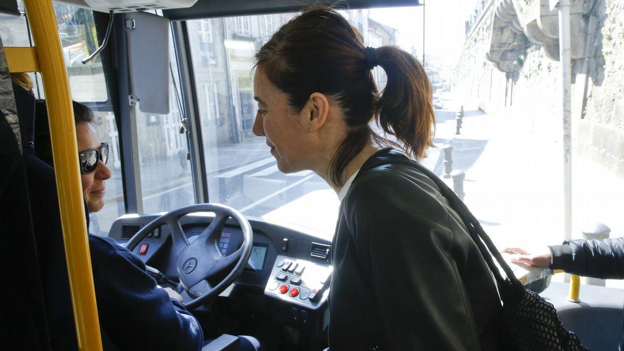 La Guardia Civil registrando un camión en busca de manipulaciones en los sistemas de emisiones