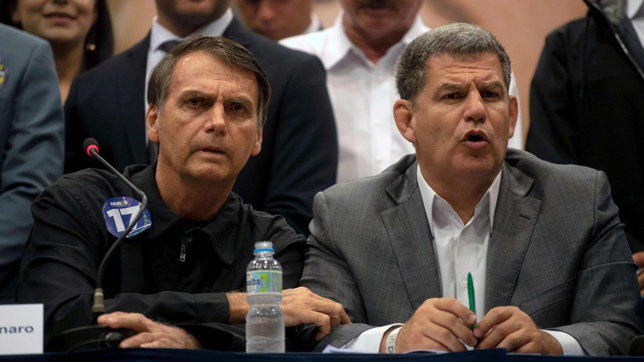 Bolsonaro nombró a Bebianno (derecha) como ministro de la Secretaría General de Presidencia