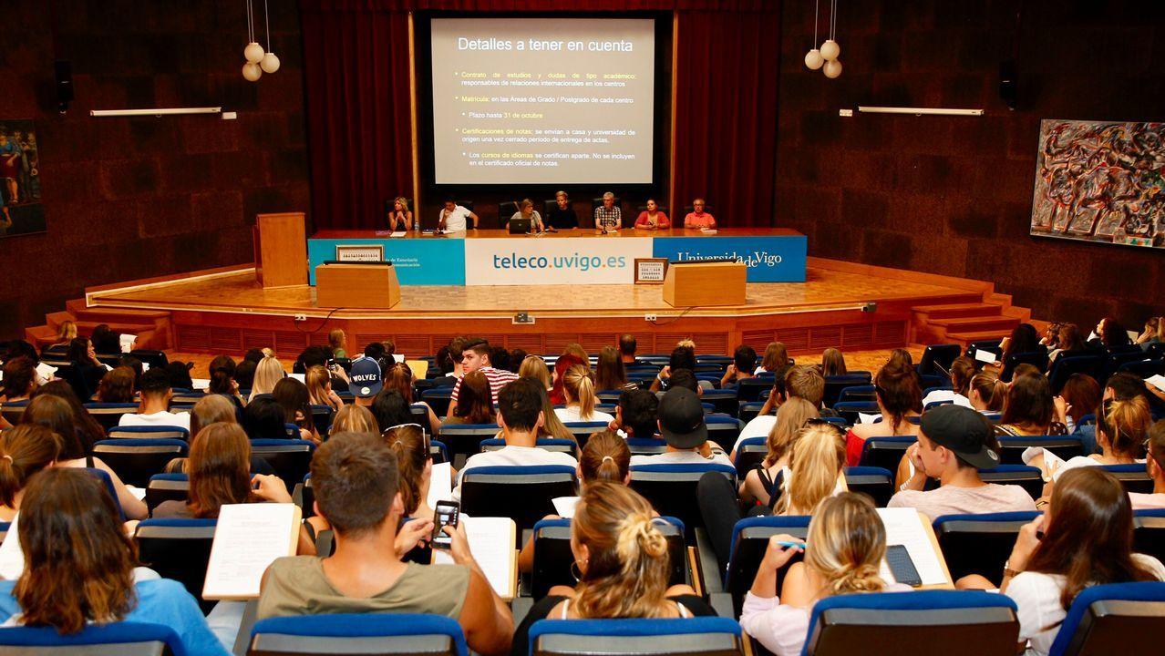 Estudiantes de Oviedo se manifiestan contra el machismo en las aulas.Aula lúdica de A Laracha