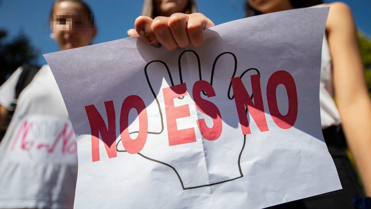 Los rectores quieren desterrar el coste cero y piden financiación para los nuevos grados.El conselleiro de Educación, Román Rodríguez