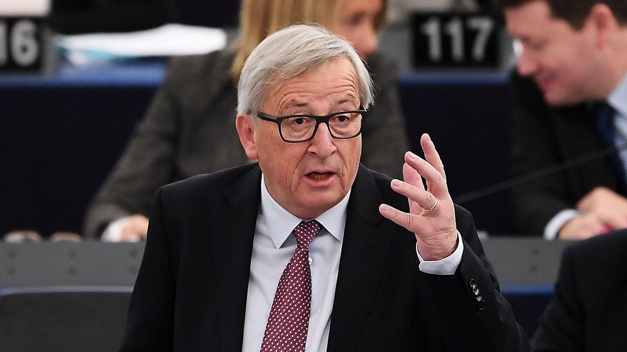 De Guindos ve una «posibilidad muy clara» de ser elegido vicepresidente del BCE.El presidente de la Comisión Europea, Jean-Claude Juncker
