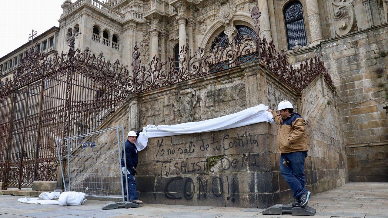 La catedral de Santiago amanece con dos nuevas pintadas.La arquitecta asturiana Concepción Mulet