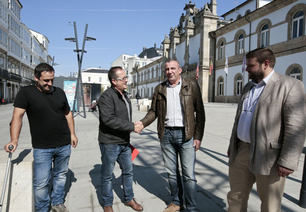 Darío Villanueva: «El periódico es y será insustituíble».La portavoz socialista criticó la falta de gestión política del gobierno de Ramón Vigo.