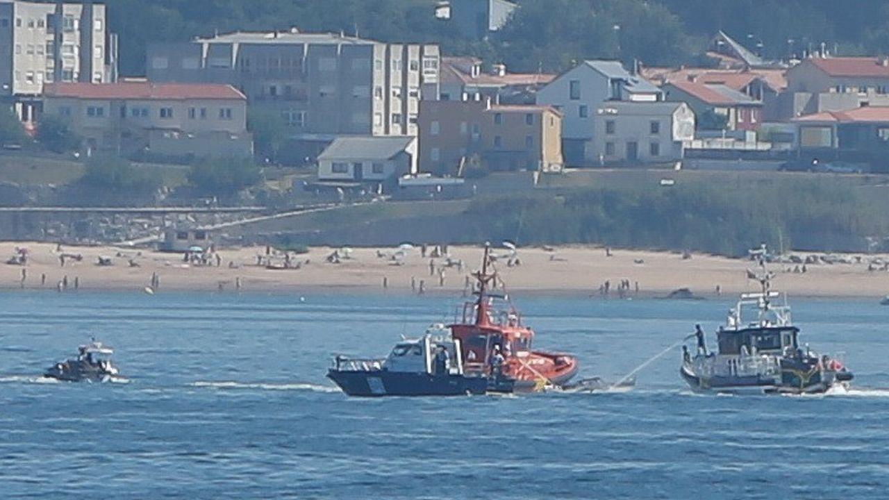 Arde una embarcación en la bahía coruñesa