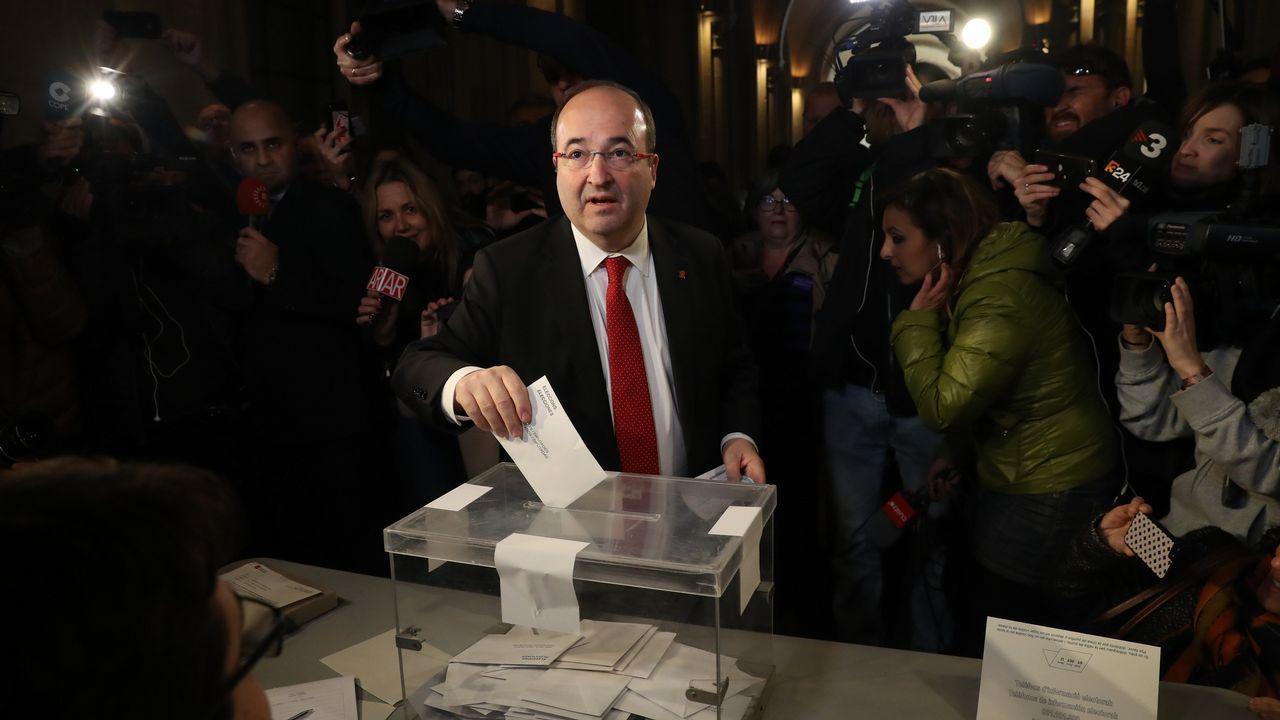 .El líder del PSC, Miquel Iceta, ya ha votado en un colegi electoral de Barcelona.