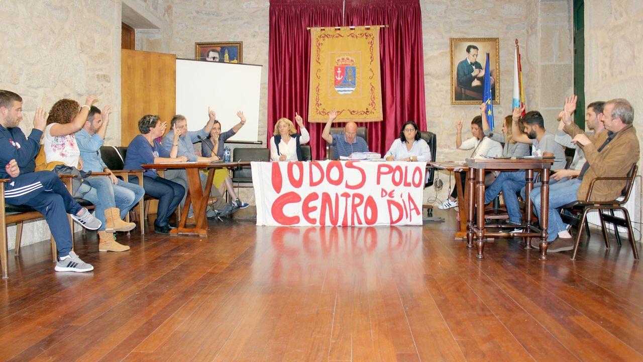 Marta Rey, Manuel Antelo y Balbina Gándara presentan la digitalización de las actas plenarias de Vimianzo entre los año s1930 y 1940