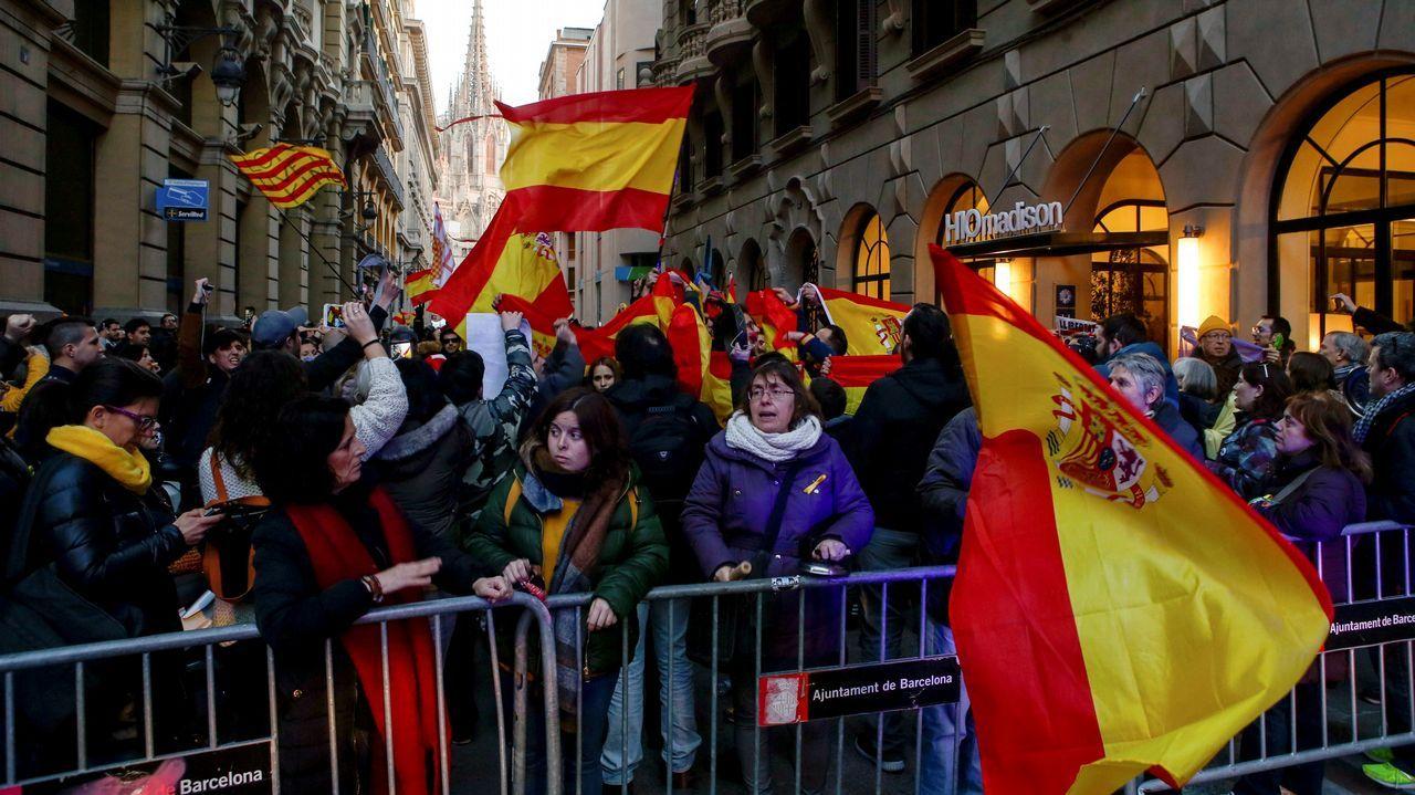 «Nos une la resistencia al nacionalismo y la voluntad de reflejar las contradicciones del independentismo en su espejo», señaló Ibáñez, que aseguró que si los secesionistas quieren forzar la independencia y, así, «si nos vemos obligados, estaremos dispuestos a llegar hasta el final» a la hora de crear una nueva comunidad autónoma con las comarcas de Barcelona y Tarragona, en las que no hay mayoría independentista