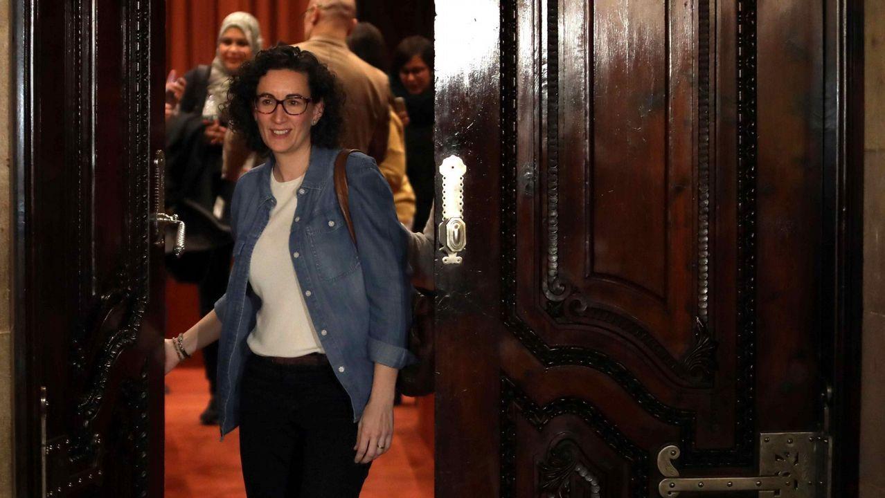 La líder de ERC, Marta Rovira, sale de una reunión de su grupo parlamentario