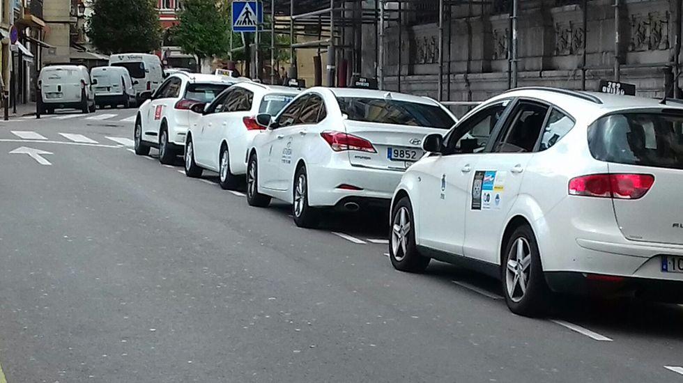 .Una parada de taxis en Oviedo