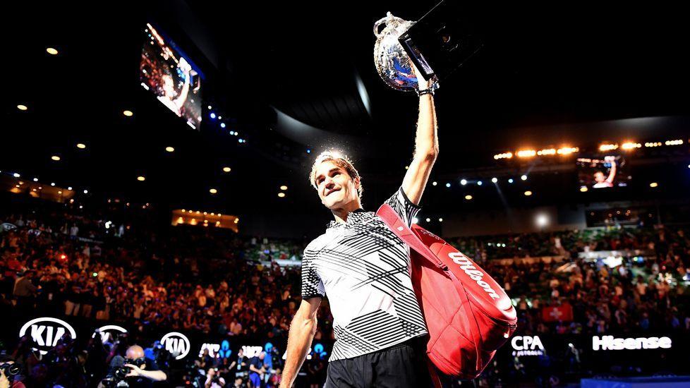 Federer, campeón.Roger Federer celebra su victoria contra Rafael Nadal en la final del Abierto de Australia, celebrada en Melbourne el domingo 29 de enero