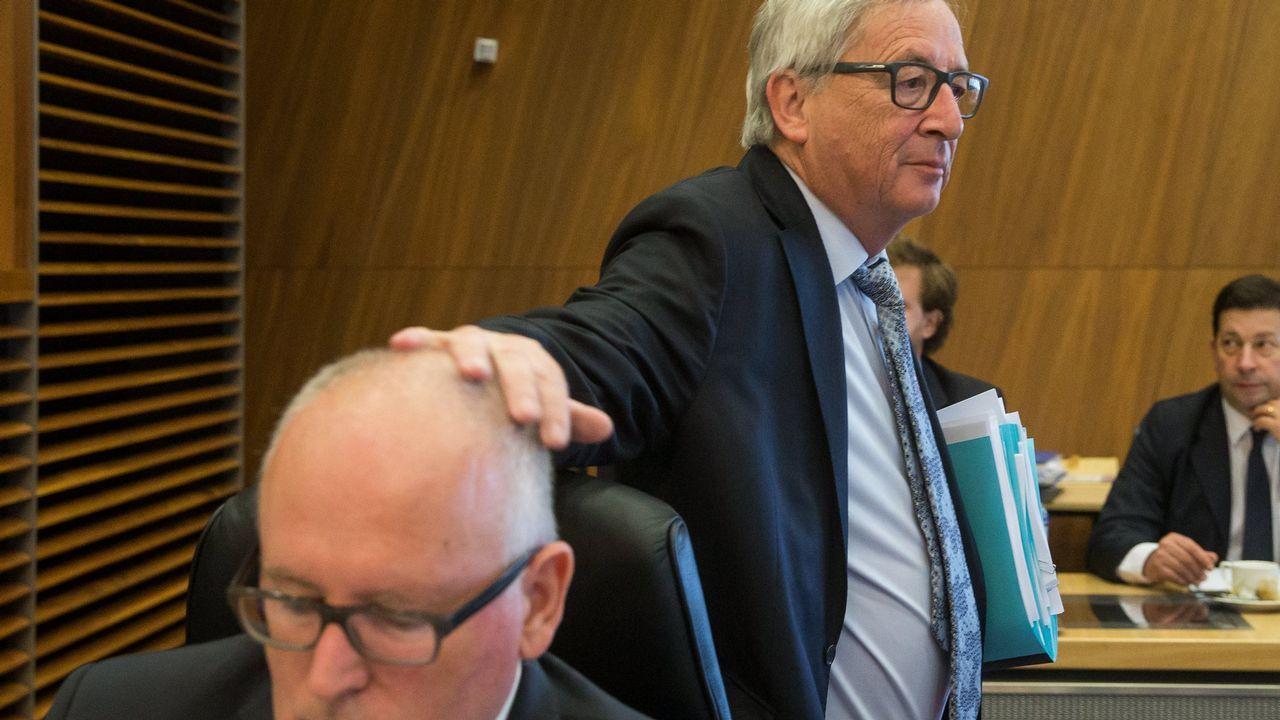 El rey: «Los derechos de los españoles serán preservados».El vicepresidente primero de la CE, Frans Timmermans