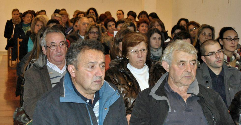 El gallego Gómez Besteiro, tras Pedro Sánchez, entre los barones del PSOE reunidos en Valencia.