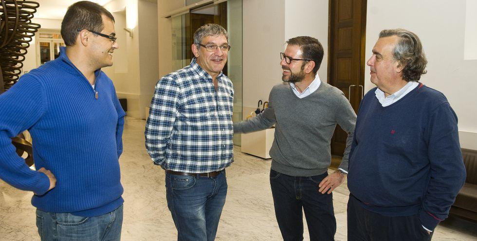 Juncal, Feijoo, Rey Varela y Diego Calvo saludando al público desde el escenario del Jofre.
