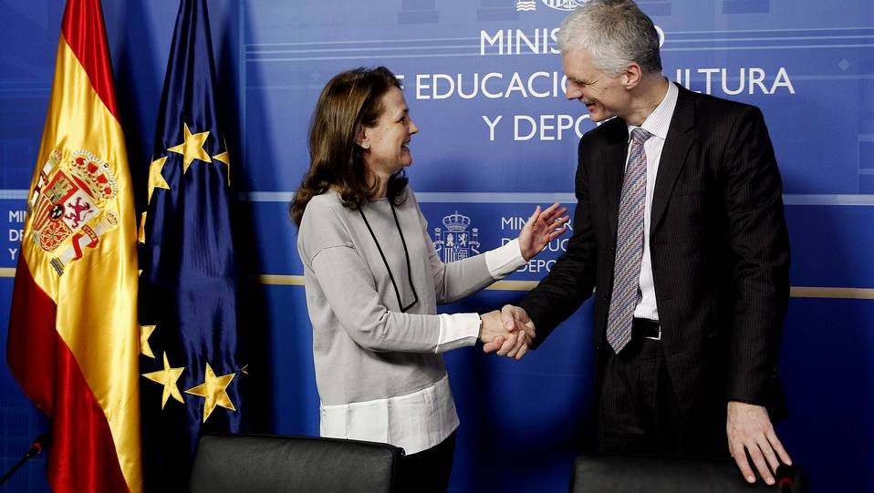 Una política polémica.El responsabel de Educación y padre de PISA, Andreas Schleicher, y la secretaria de Estado de Eduación, Montserrat Gomendio durante la presentación del informe.