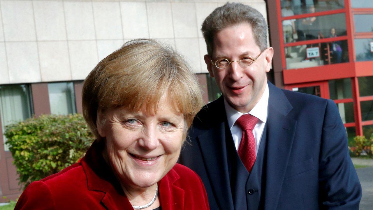.Merkel, en una foto de archivo junto al relevado Maassen