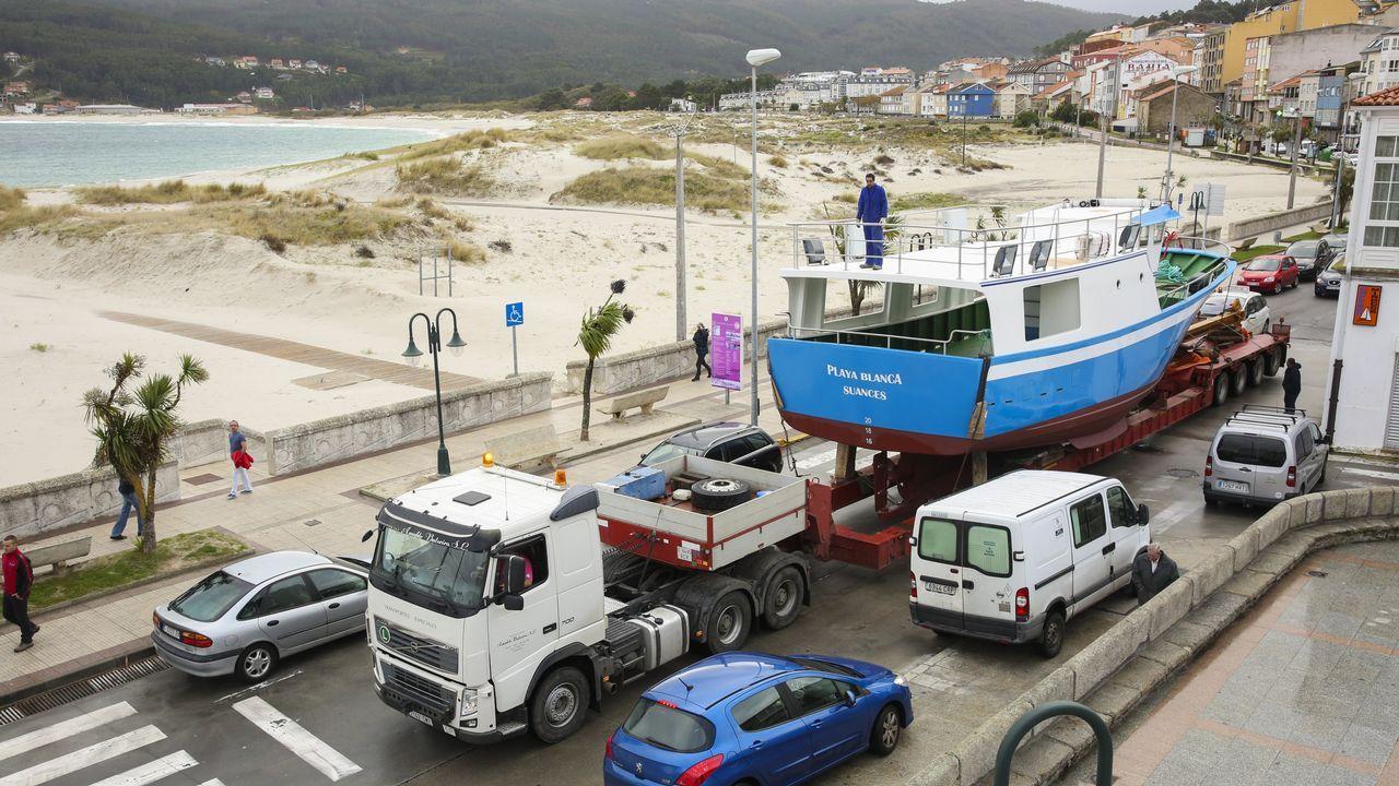 ÁLBUM | Así fue el traslado del «Playa Blanca» para su botadura en Laxe