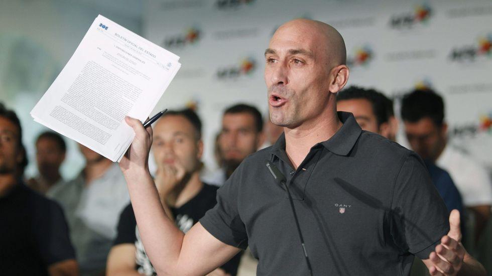 Villar, suspendido provisionalmente un año como presidente de la federación.La AFE entrega la insignia de platino y diamantes a David Villa en Nueva York