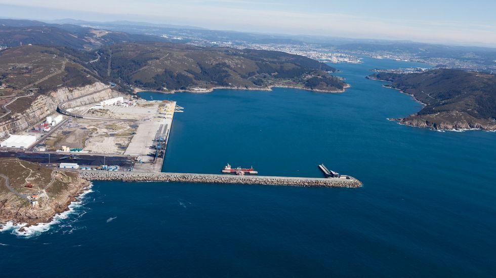 .Vista aérea del puerto exterior de Ferrol