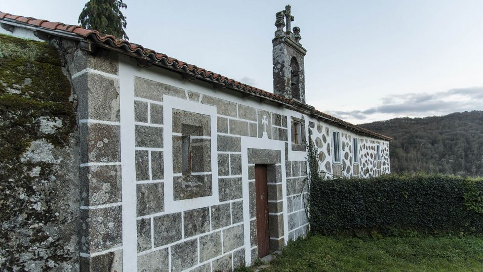 Casa solariega con capilla en la localidad chantadina de Xián
