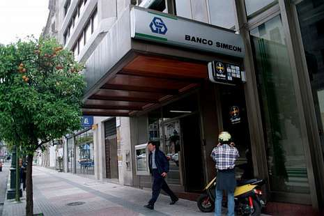 <span lang= es-es >25-8-2006. </span><span lang= es-es >Banco Simeón</span>. Fundado en Vigo en 1850, pasó a llamarse Banco Caixa Geral once años después de ser adquirido por la institución financiera Caixa Geral de Depósitos (CGD), cuyo accionista mayoritario era el Gobierno portugués.