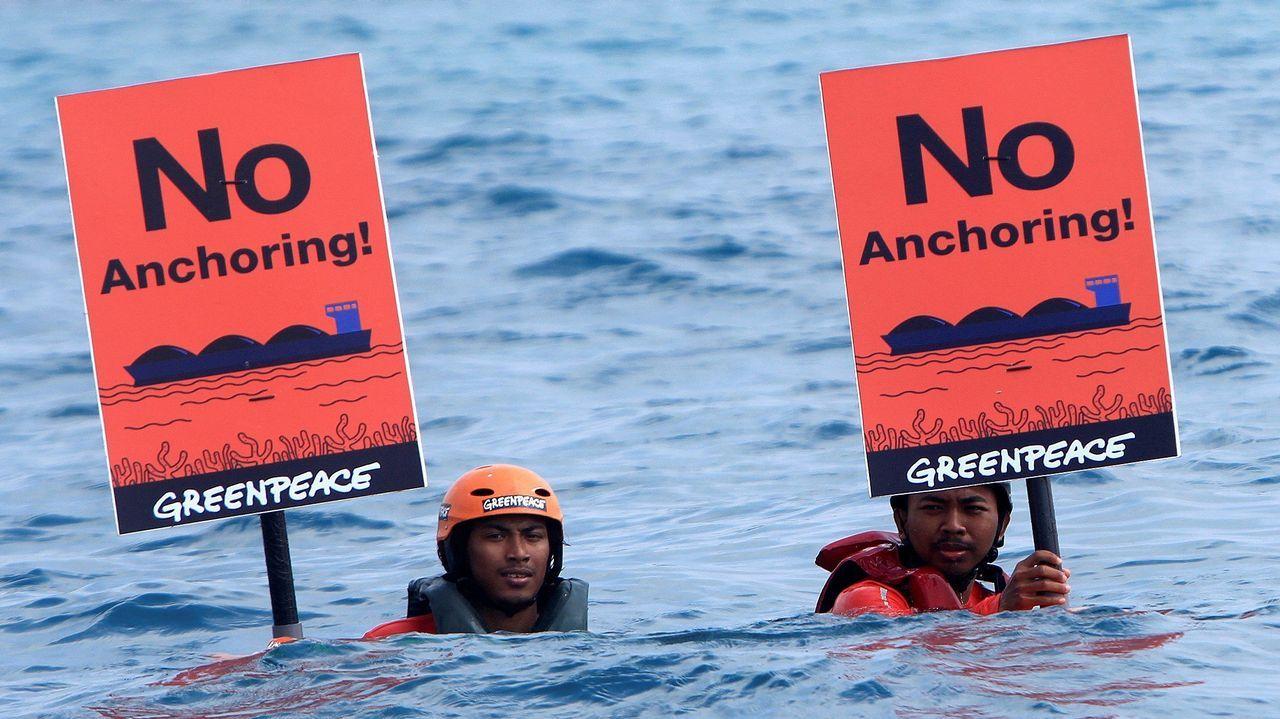 .Activistas de Greenpeace durante una protesta para salvar a los arrecifes de coral