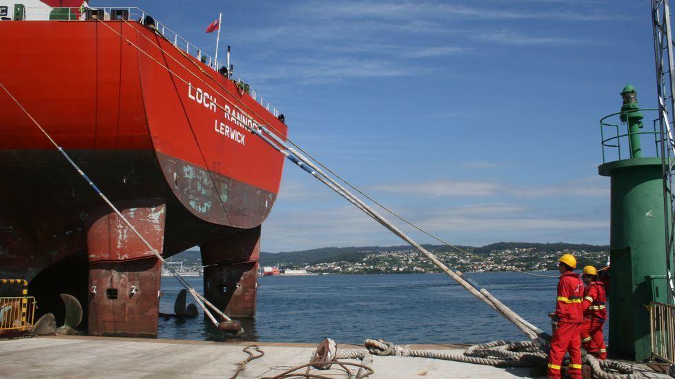 Operación con un mercante en el puerto de Ferrol