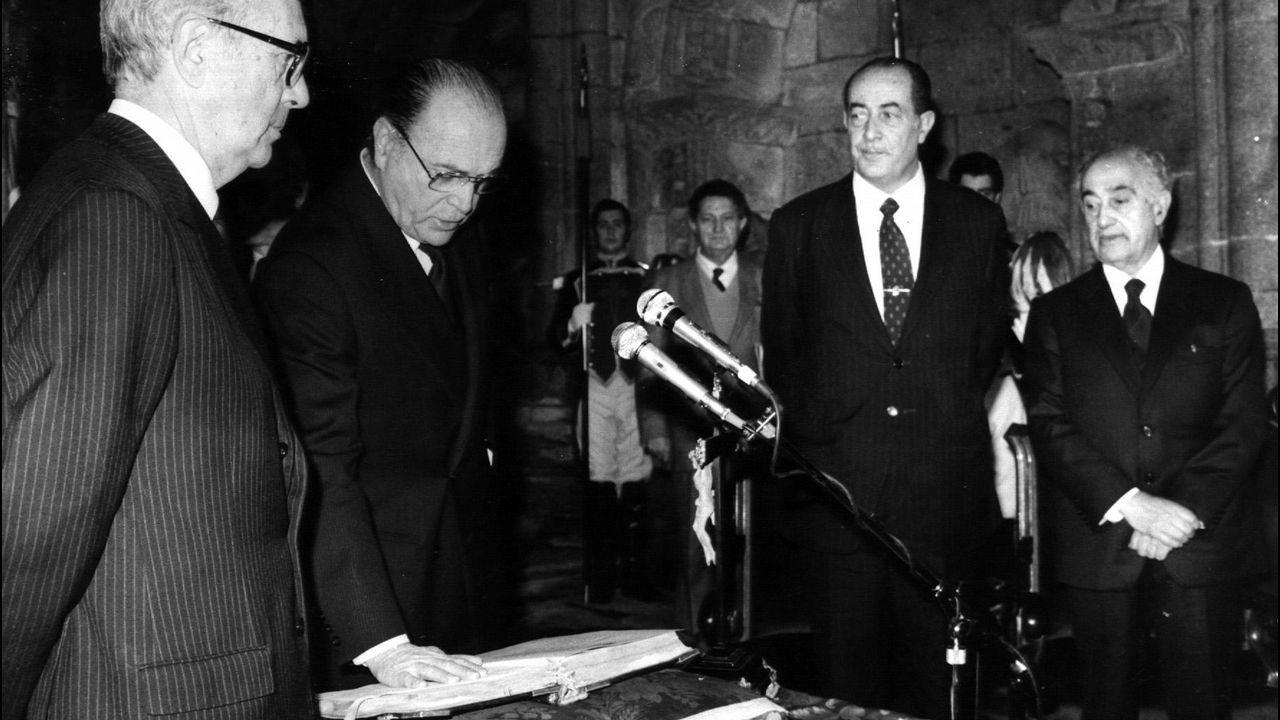 .Gerardo Fernandez Albor jurando su cargo como nuevo presidente de la Xunta de Galicia el 21 de enero de 1982