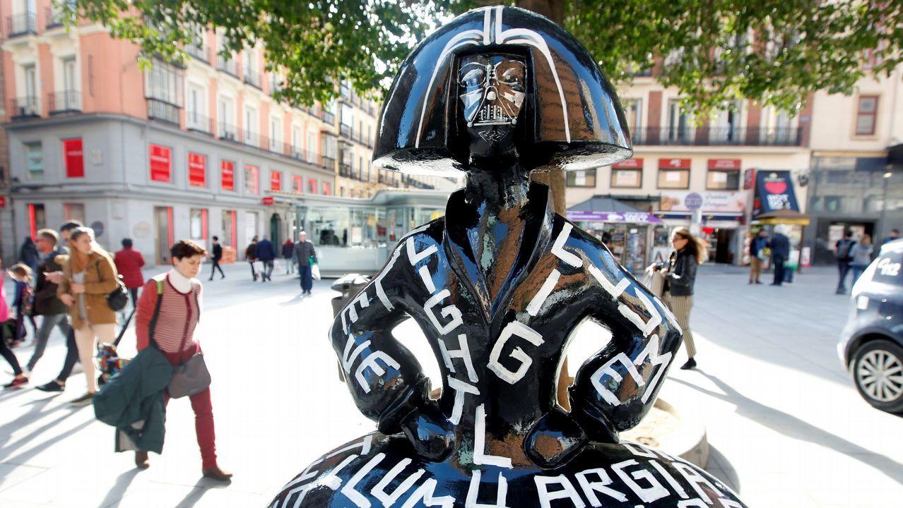 La menina inspirada en Darth Vader y diseñada por Jordi Mollá, situada en la Plaza de Callao