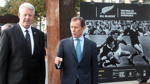 Steve Tew y Emilio Butragueño, en el Puerto Deportivo de Gijón