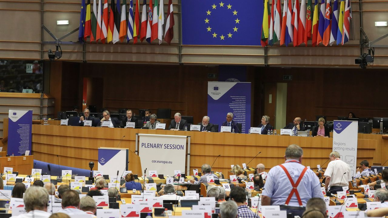 La Comisión Europea aprueba el fin del cambio de hora.Diego Canga Fano