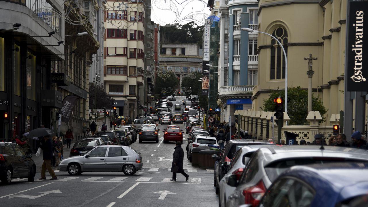Las zonas para aparcar escasean en la plaza de Lugo