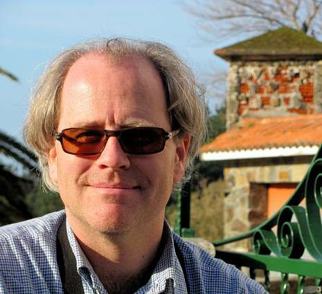 Jonathan Dunne é o antólogo e principal tradutor da antoloxía