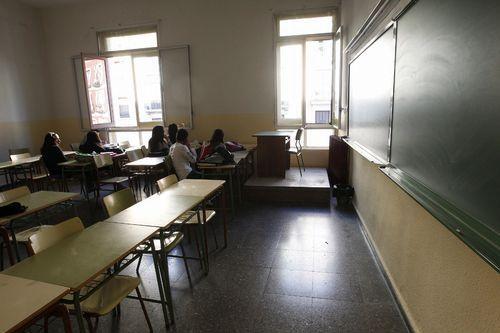 La asistencia y socialización en el instituto, en la foto un centro de Madrid, está muy bien valorada según  la encuesta  2018 Jóvenes e Inclusión