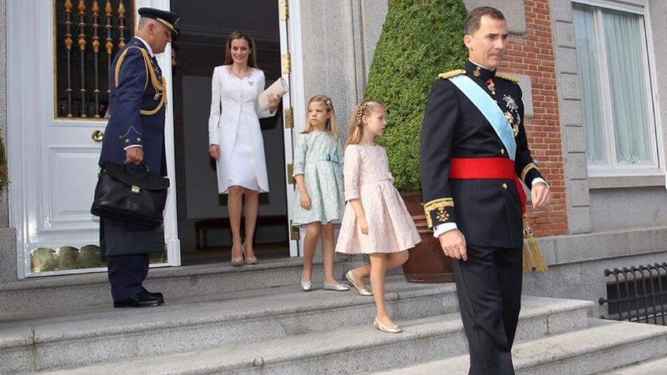 .Salida de los reyes y las infantas del Palacio de la Zarzuela