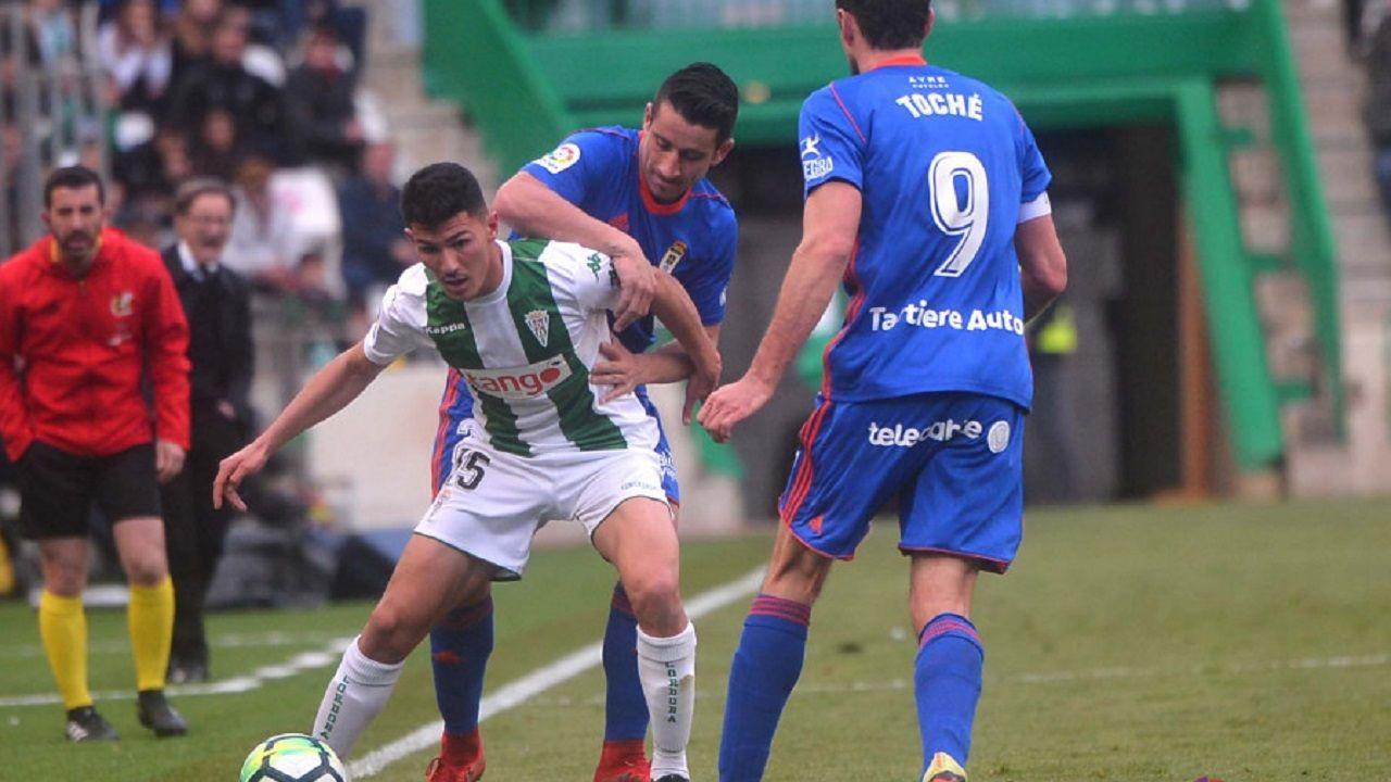 Alcorcon Real Oviedo Horizontal.Anquela da indicaciones durante el Zaragoza-Oviedo